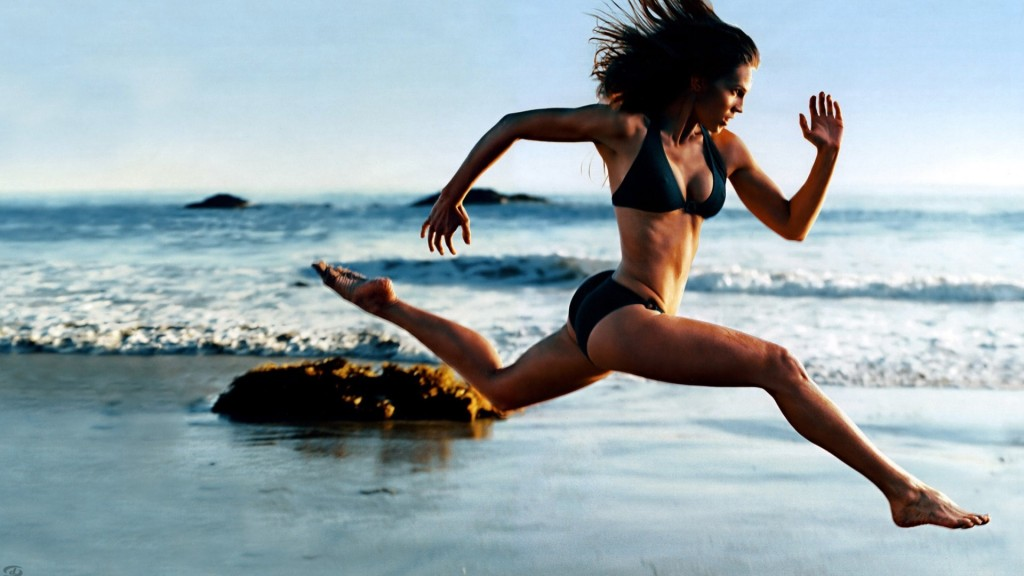 girl-running-on-the-beach_1920x1080_514-hd